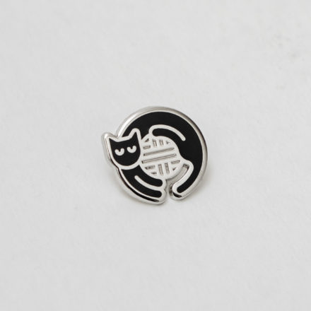 Black cat enamel pin by Things by us