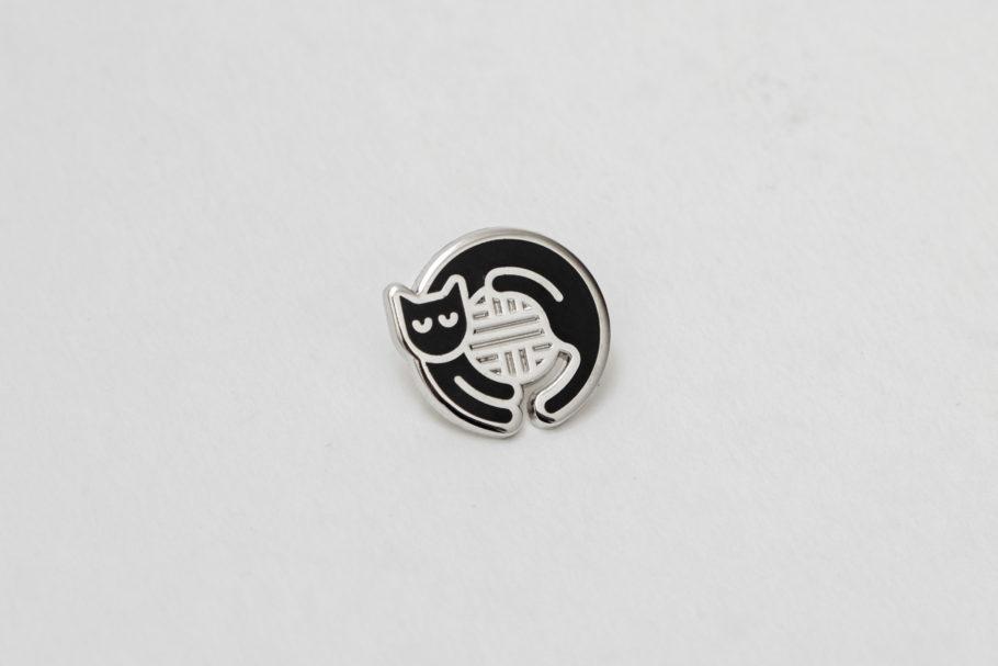 Black cat enamel pin by Things by us